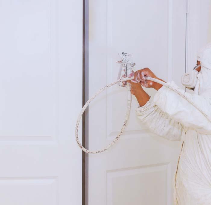 Puertas pintadas en blanco